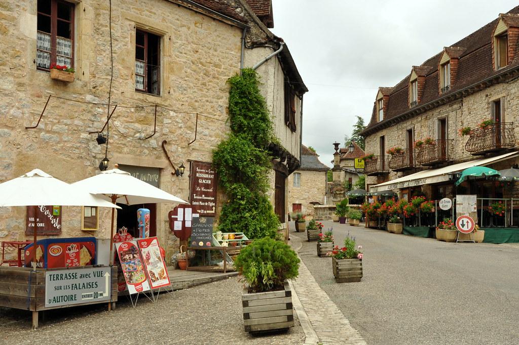 Autoire dans le lot un des plus beaux villages de france for Les plus beaux villages des yvelines