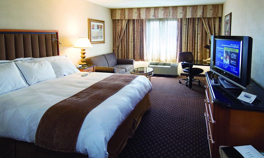 radisson hotel utica centre utica ny oneida county. Black Bedroom Furniture Sets. Home Design Ideas