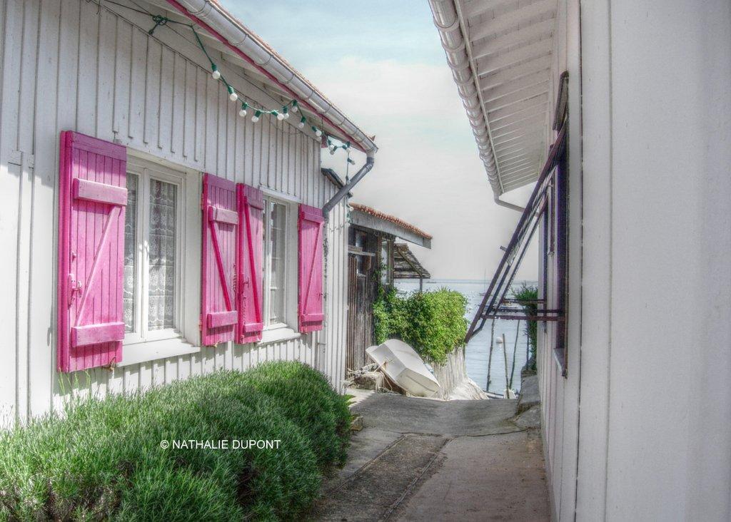 La maison aux volets roses Village Le Canon, France Su u2026 Flickr # Decaper Volet Bois Karcher
