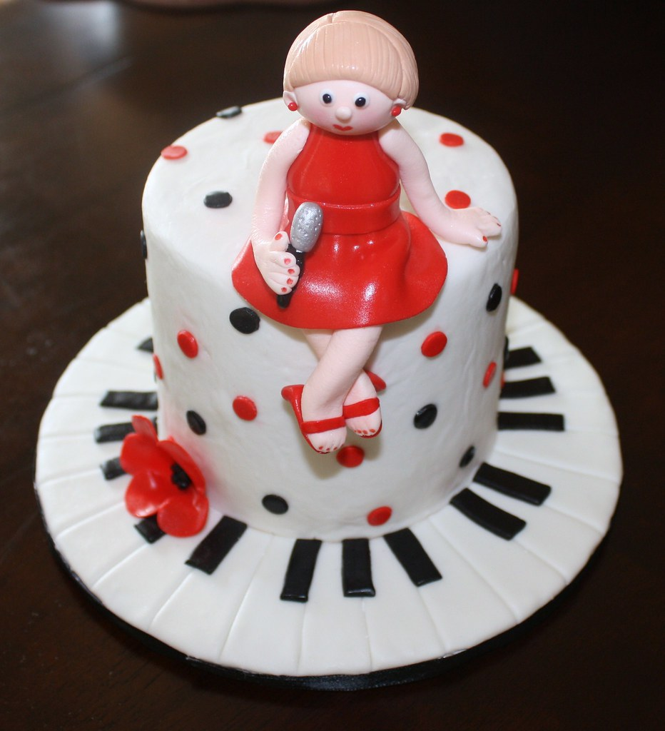 Singer Birthday Cake This Is A Mini Cake 4 Inches