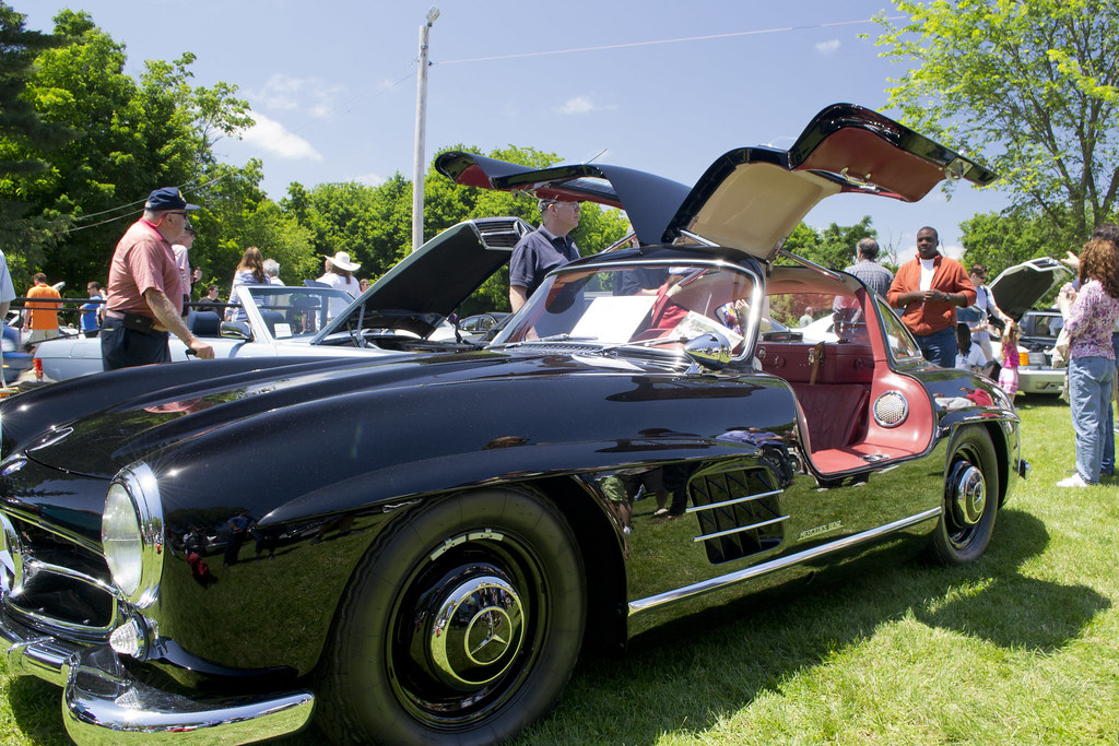 Mercedes 300sl gull wing iii the gullwing doors are for Mercedes benz with wing doors