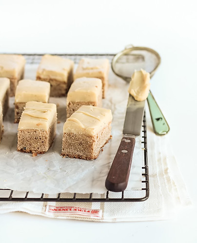 Spiced Blondies with Chai Infused Ganache | by raspberri cupcakes