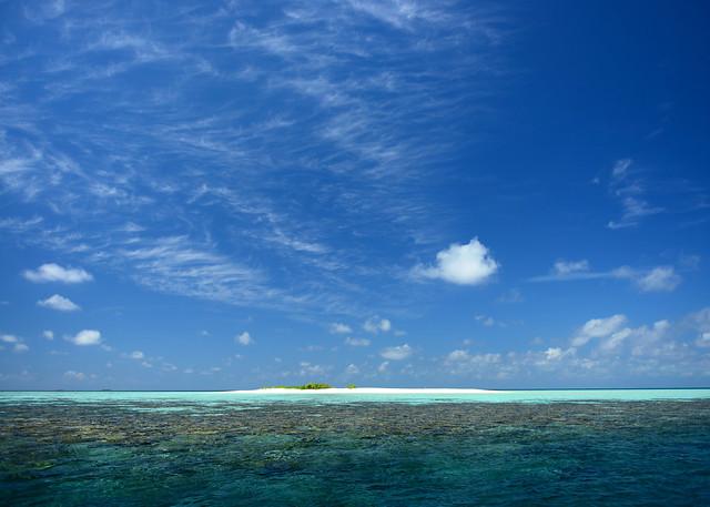 La isla desierta de Odagalla rodeada de corales y aguas transparentes