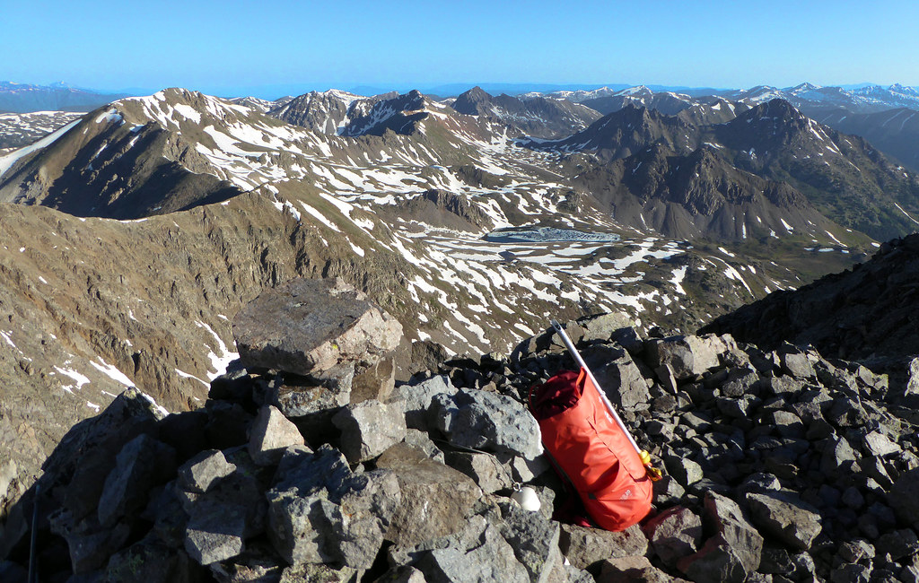 The Stir 20 on the summit of Anderson Peak in the Sawatch. A perfect pack for medium to longer day trips with a summer kit.