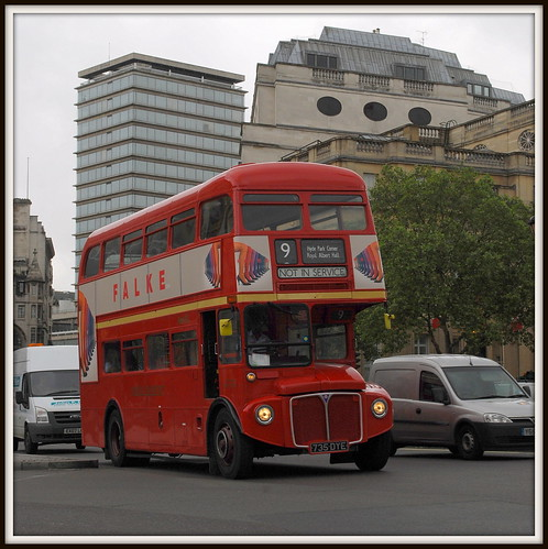 Route 9 in Trafalgar Square | by LRO_1