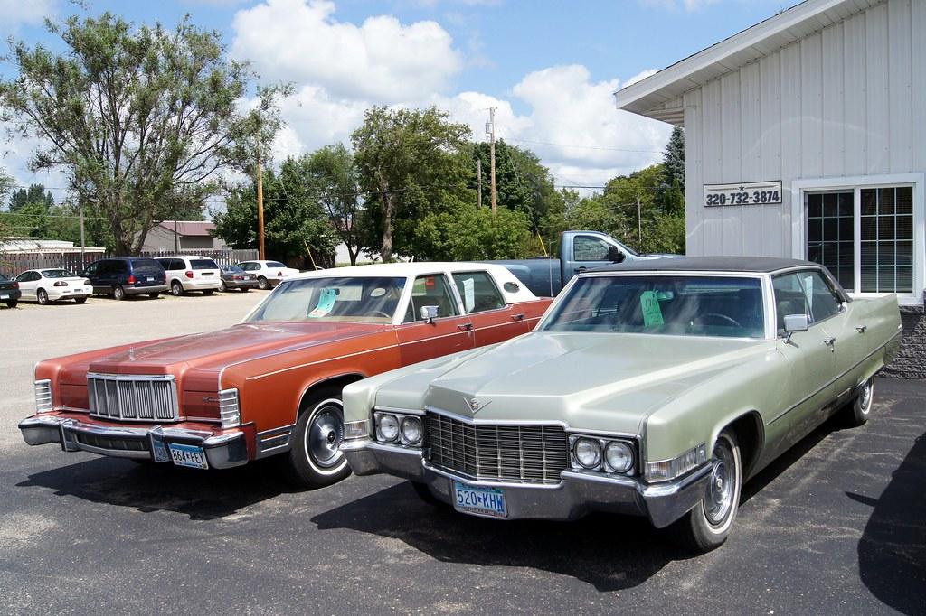 Lincoln Town Car >> 69 Cadillac Sedan de Ville & 76 Lincoln Continental Town C… | Flickr