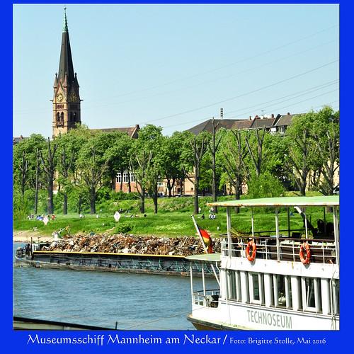 """Zitat Homepage Technoseum Mannheim: """"Das größte Exponat liegt am Neckar, direkt unterhalb der Kurpfalzbrücke vor Anker: Der historische Schaufelraddampfer, einst prachtvoller Ausflugsdampfer auf dem Rhein und für 2.500 Passagiere ausgelegt, ist Ausstellungsstück und -ort zugleich. Beim Besuch unternehmen die Besucherinnen und Besucher eine Reise durch die Geschichte der Binnenschifffahrt, erfahren Wissenswertes zur Bergungstaucherei und zur Seelsorge auf dem Wasser. Bei Führungen lassen sich zudem Dampfmaschine und Schaufelräder in Aktion erleben."""""""