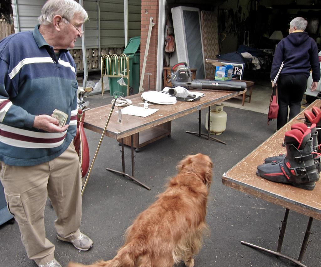 Garage sale margo 39 s dad has a garage sale michael a for Garage new s villejuif