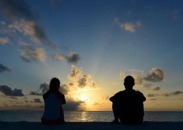 Mirando el atardecer desde nuestra isla desierta de Maldivas