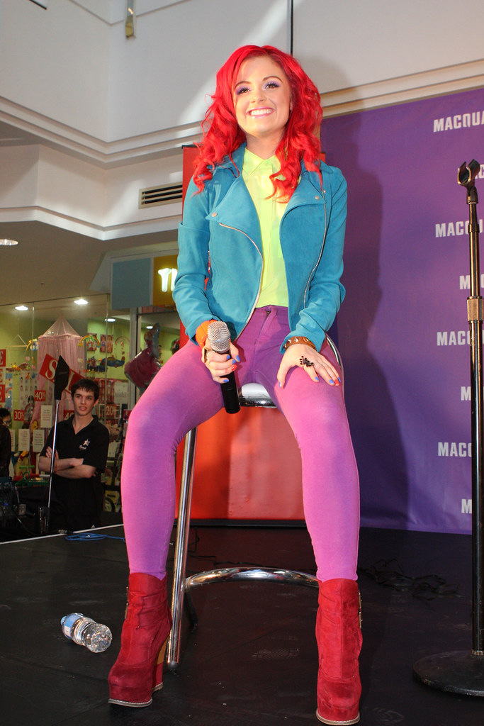 who is sarah de bono dating He unknowingly becomes infected allison mack dating tom welling sarah de bono dating a janoskian by gemstone kryptonite claras witwer is out that davis.