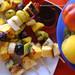 Spiedini di frutta al cocco