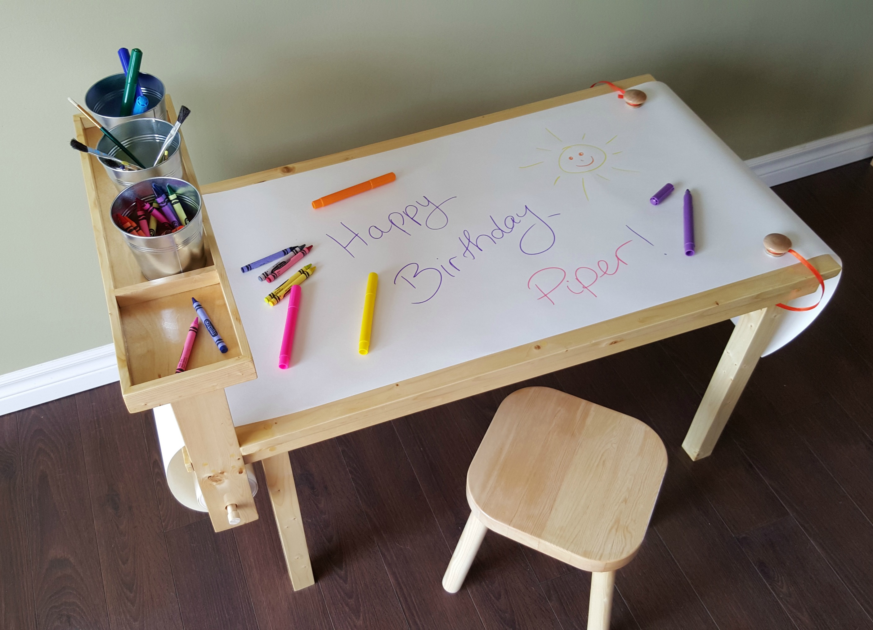 turtles and tails diy children 39 s craft table with paper roll. Black Bedroom Furniture Sets. Home Design Ideas