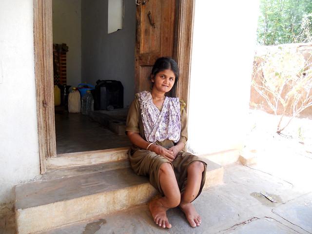 वट्टीपल्ली गाँव की 35 साल की तिरुपतिअम्मा के अपने इस बीमारी के चलते पूरी तरह मुँह मोड़ चुके हैं