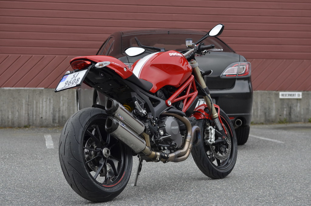 ducati monster 1100 evo med nye michelin pilot power 2ct. Black Bedroom Furniture Sets. Home Design Ideas