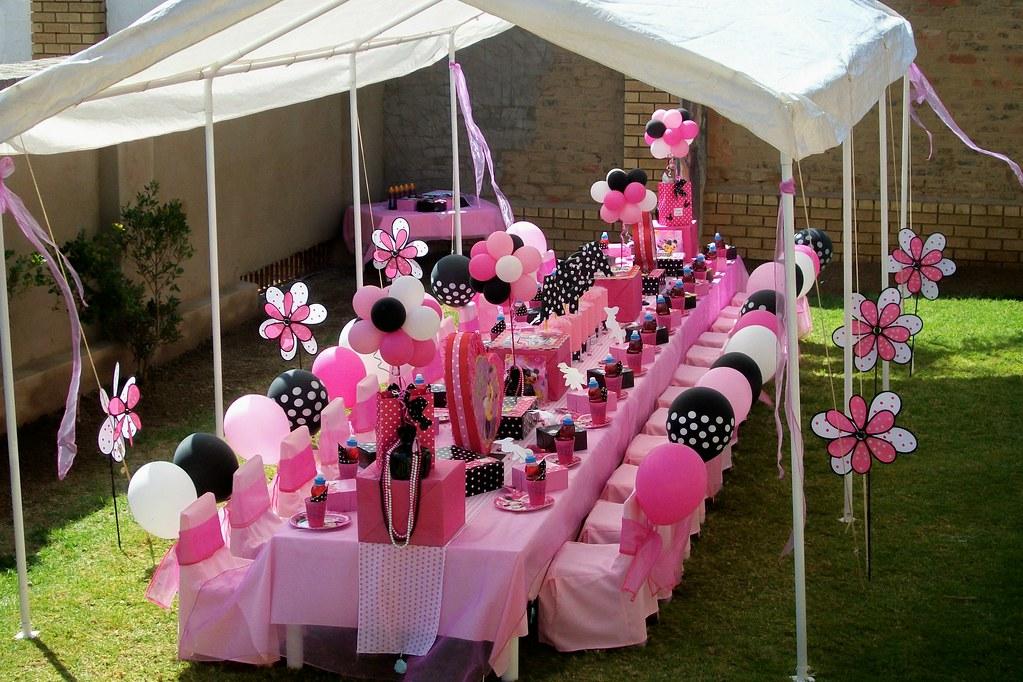Pink black minnie mouse party treasures and tiaras - Jardines decorados para fiestas ...