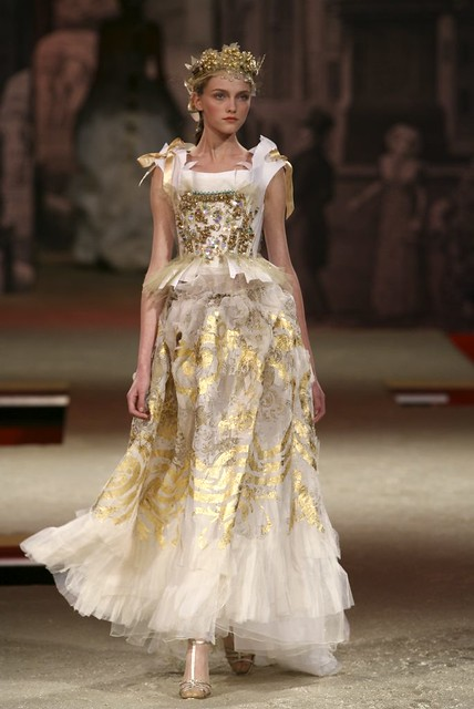 Christian Lacroix Haute Couture Spring-Summer 2006 ...