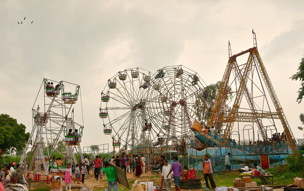"Essay on ""A visit to a Fair"" in Hindi"