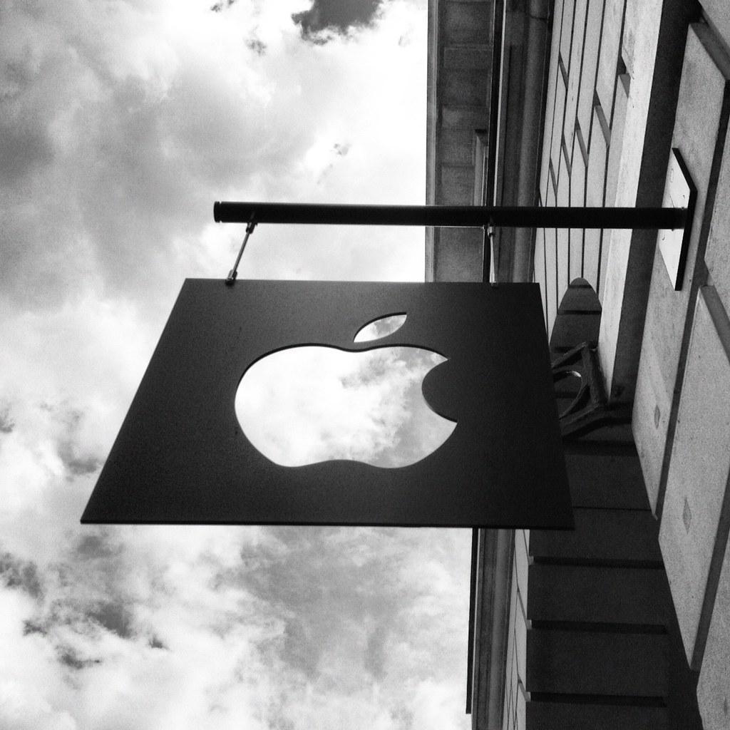 Apple Store sign in Covent Garden | Ivan Bandura | Flickr