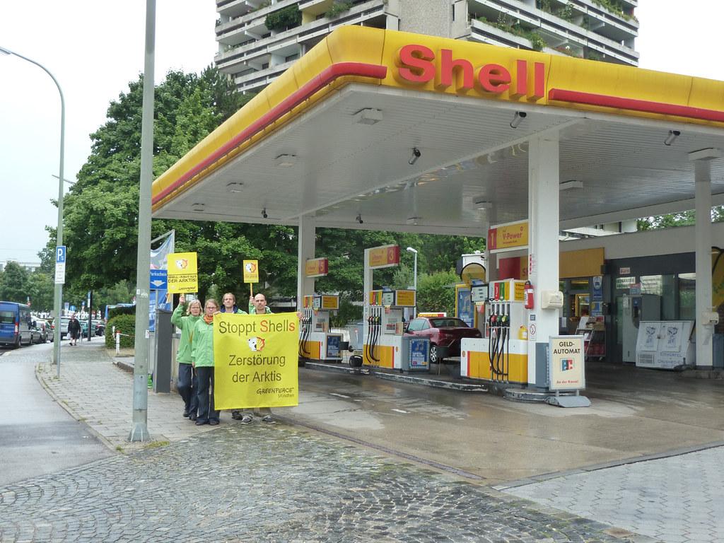 Shell Tankstelle München : 120720 greenpeace muenchen protest vor shell tankstelle sc flickr ~ Eleganceandgraceweddings.com Haus und Dekorationen