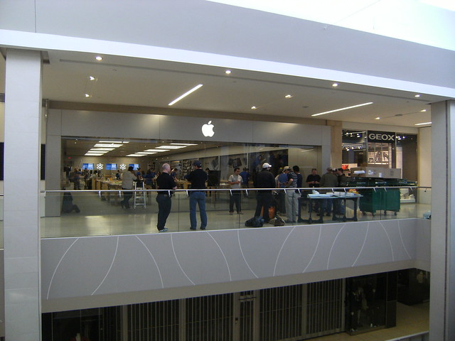 Apple Store West Edmonton Mall Reno Begins April 22 2012