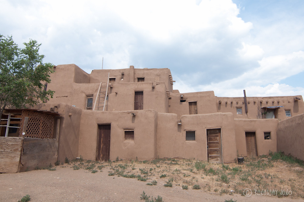 Multi story adobe house in taos pueblo runawayjuno flickr for Pueblo home builders
