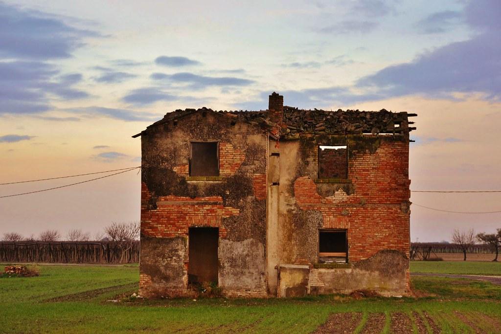 La casa dalle finestre che ridono nocturama flickr - Casa finestre che ridono ...