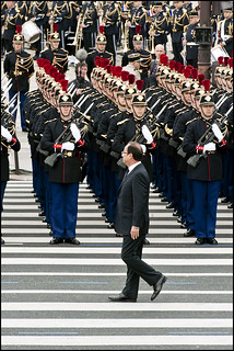 Bastille Day parade: French President François Hollande inspects the troops | by European Parliament