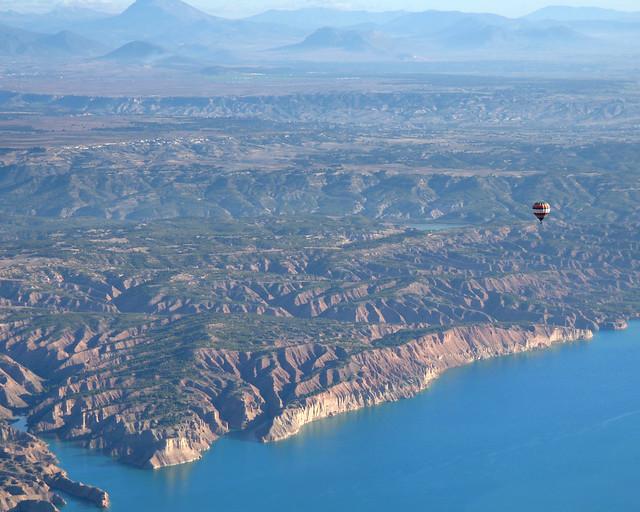 Sobrevolando en globo Granada y su capadoccia andaluza