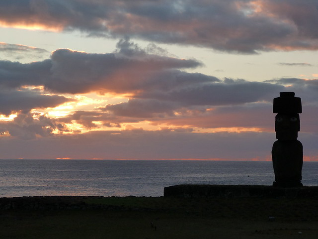Atardecer en Ahu Tahai (Isla de Pascua, Chile)