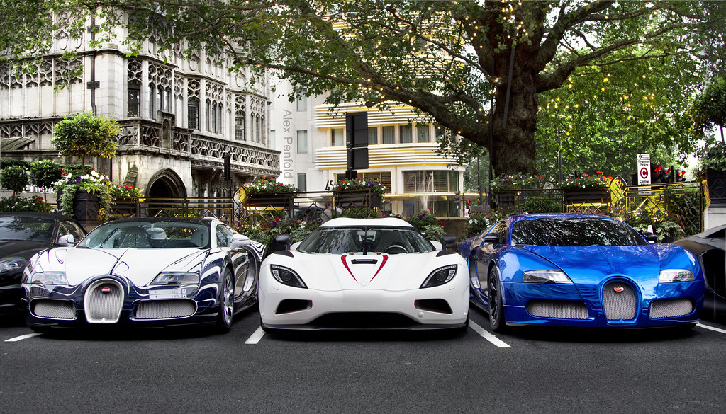 Hyper Squad A Koenisegg Agera R With Two Veyron