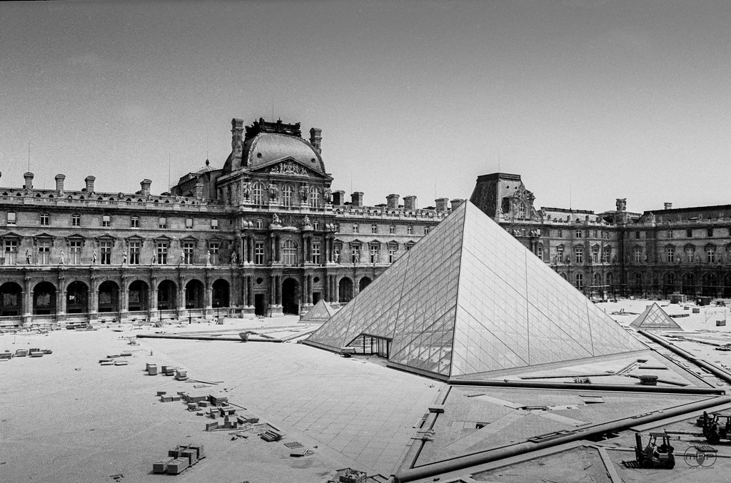Pyramide du louvre under construction paris 1987 flickr - Date construction du louvre ...