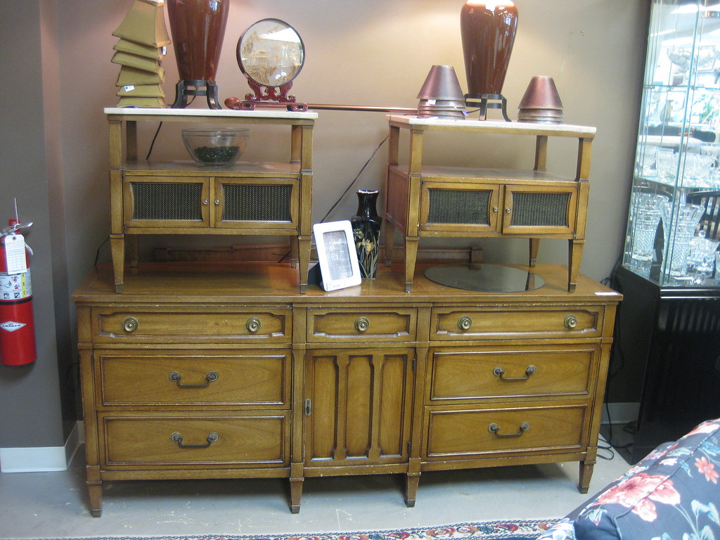 Drexel Bedroom Set Dresser With Mirror Chest Of Drawers