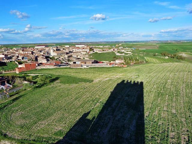 Sombra del castillo de Tiedra (Valladolid)