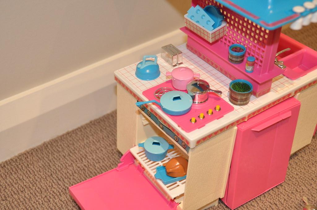 1984 barbie dream kitchen playset jadedoz flickr for Barbie kitchen set 90s