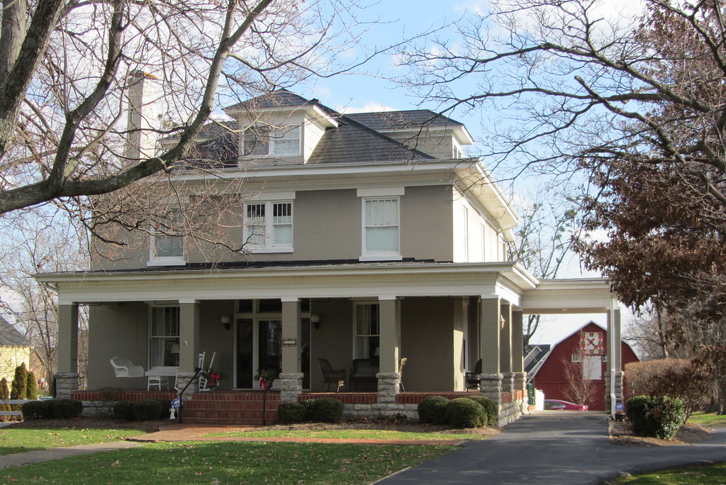 Square gray house with porte cochere maple ave square for Porte cochere homes
