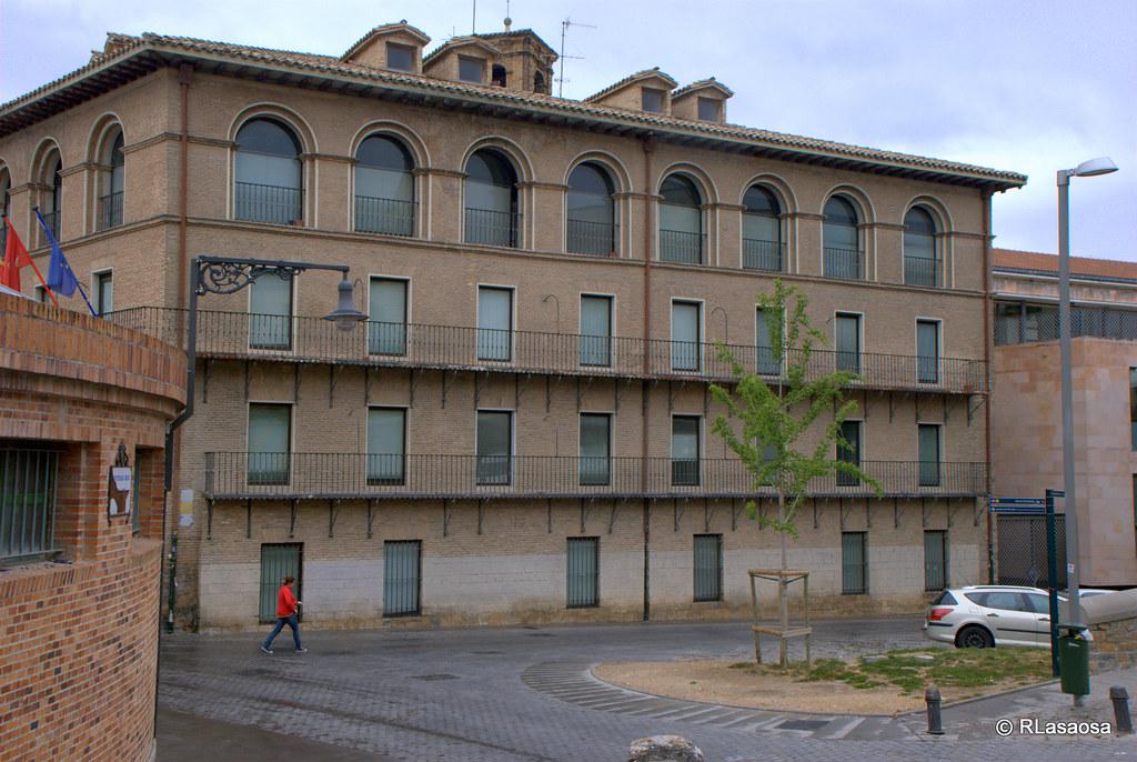 Calle aldapa pamplona edificios de oficinas en la calle for Oficinas bankinter pamplona
