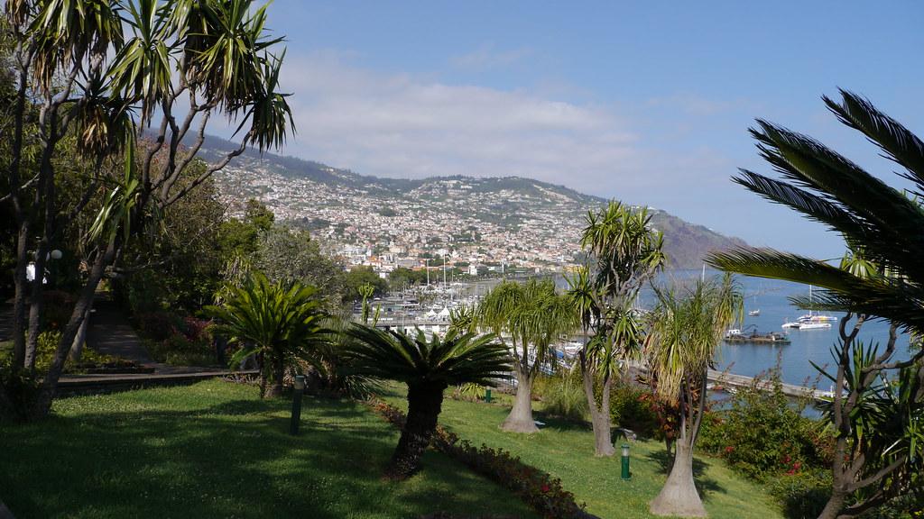 Funchal - Parc Santa Catarina | En arrière, vue sur ...