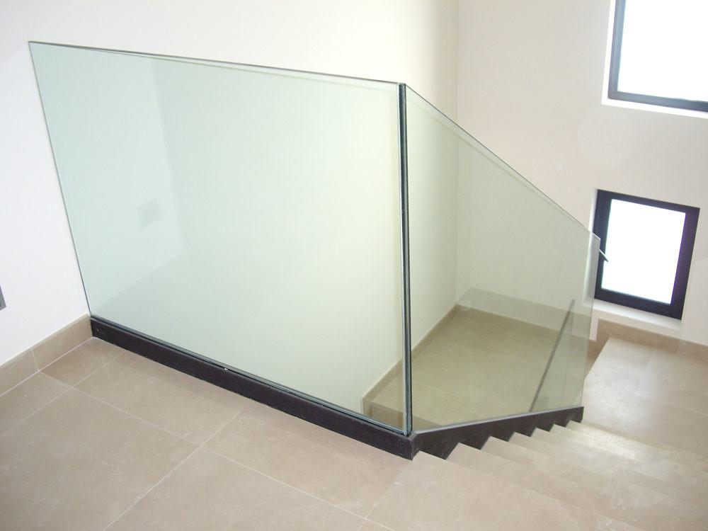 Escaleras con pasamanos de cristal barandillas cristal escalera volada en elche escaleras con - Pasamanos de cristal ...