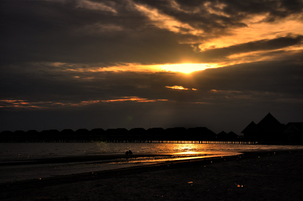 Sunset at Sepang Gold Coast ...