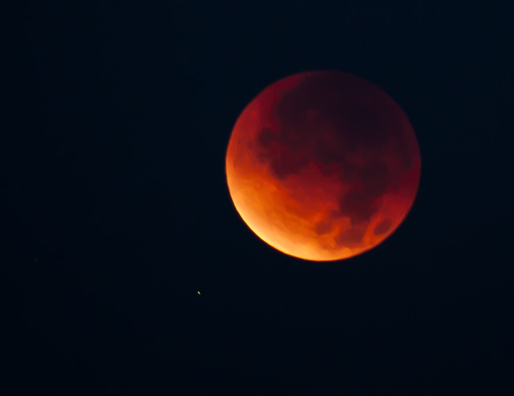 Lunar eclipse in San Diego. Take 1. There is no dark side ...