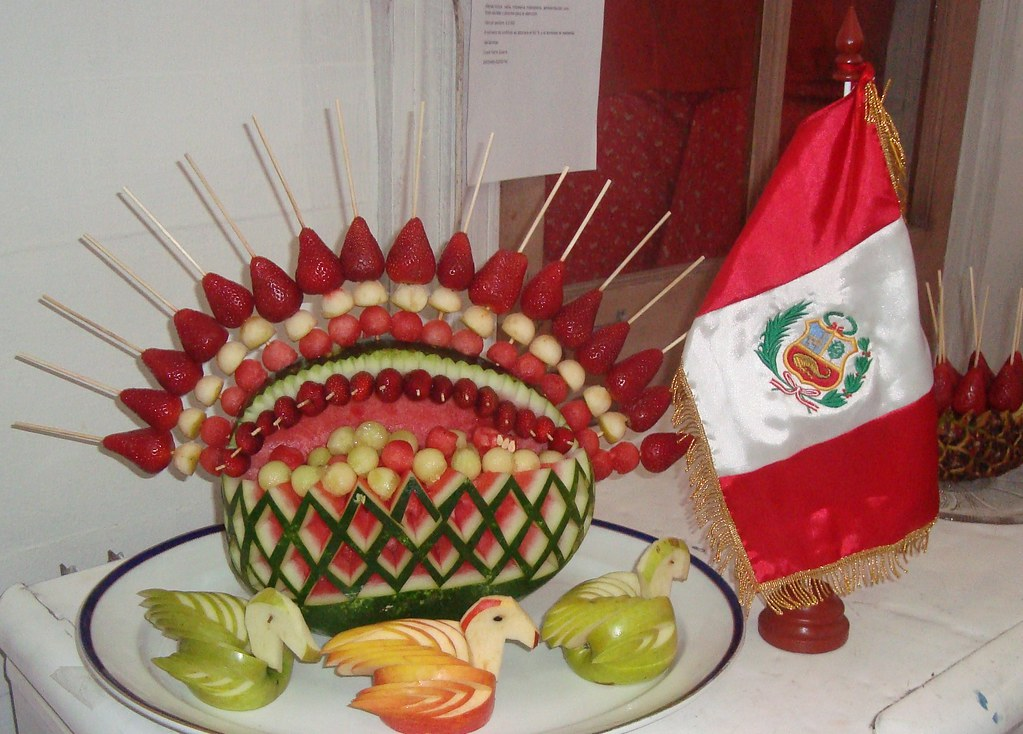 Decoraci n de sandia con brochetas de frutas for Secar frutas para decoracion