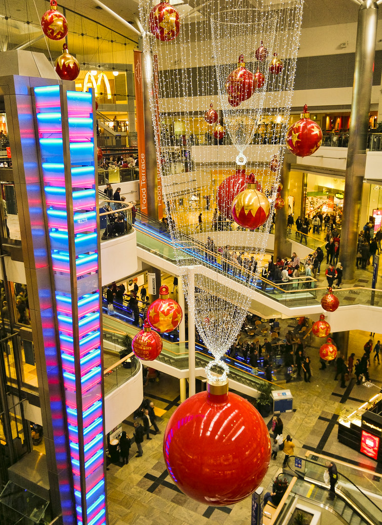 Christmas decorations in westquay shopping centre southam for Christmas decorations online shopping
