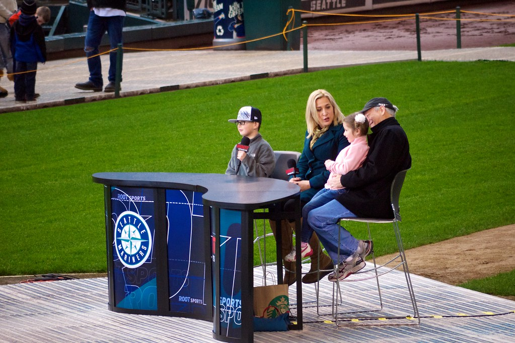 Angie Mentink With Fans Mariners Fanfest 2012 Safeco