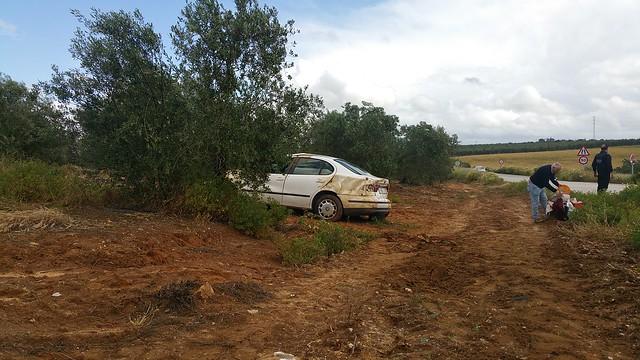 AionSur 26646793320_740f9b3df0_z_d Dos accidentes en dos horas en la carretera Arahal/Morón con el resultado de una joven herida leve Sucesos
