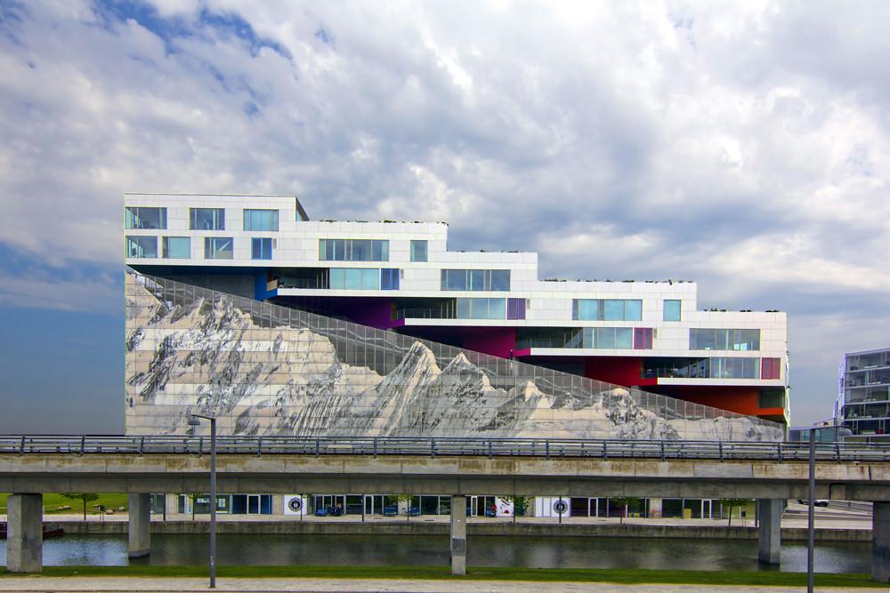 Mountain dwellings bjerget designed by bjarke ingels for Big copenhagen