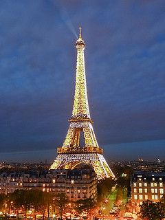 Christmas Eiffel Tower   ...with Sacre Coeur in the backgrou…   Flickr