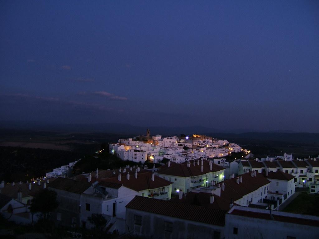 Vista nocturna de Vejer de la Frontera