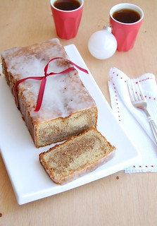 Marbled gingerbread almond loaf cake / Bolo mármore de gingerbread e amêndoa | by Patricia Scarpin