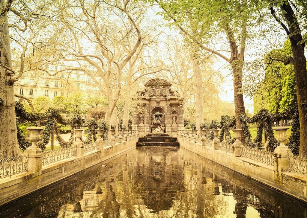 Paris medici fountain luxembourg garden la fontaine for Jardin du luxembourg hours