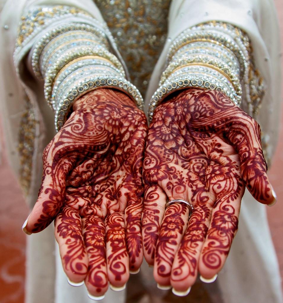 mehndi mehndi on a bride 39 s hands at an indian wedding misterdavidc flickr. Black Bedroom Furniture Sets. Home Design Ideas
